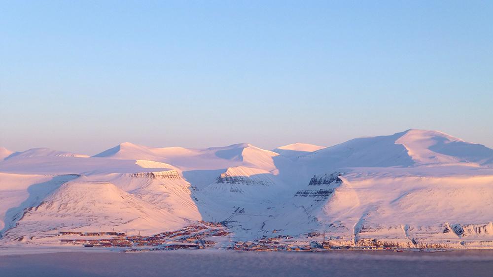 Longyearbyen from Hiorthfjellet ©-Marcel Schütz-2020