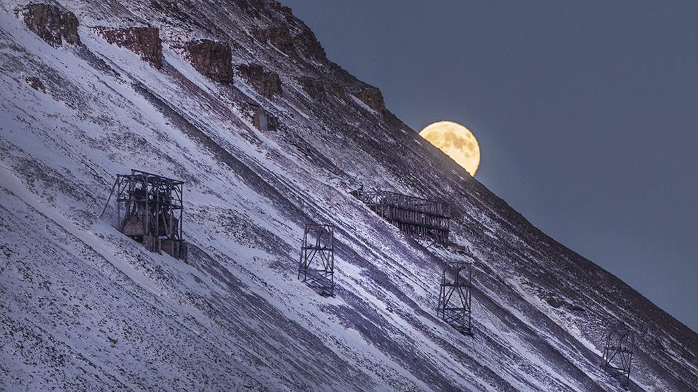 Moon over Mine 1 in Longyearbyen, Svalbard ©-Marcel Schütz-2020
