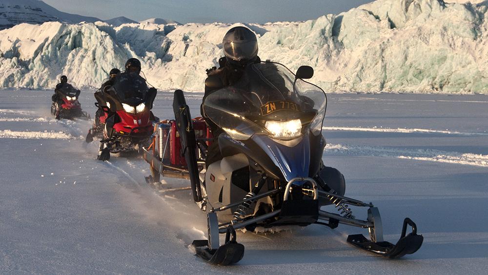Snowscooter in Svalbard ©-Marcel Schütz-2020
