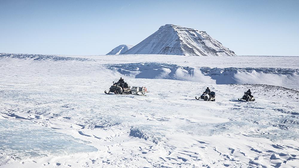 Snowscooter on the glacier ©-Marcel Schütz-2020